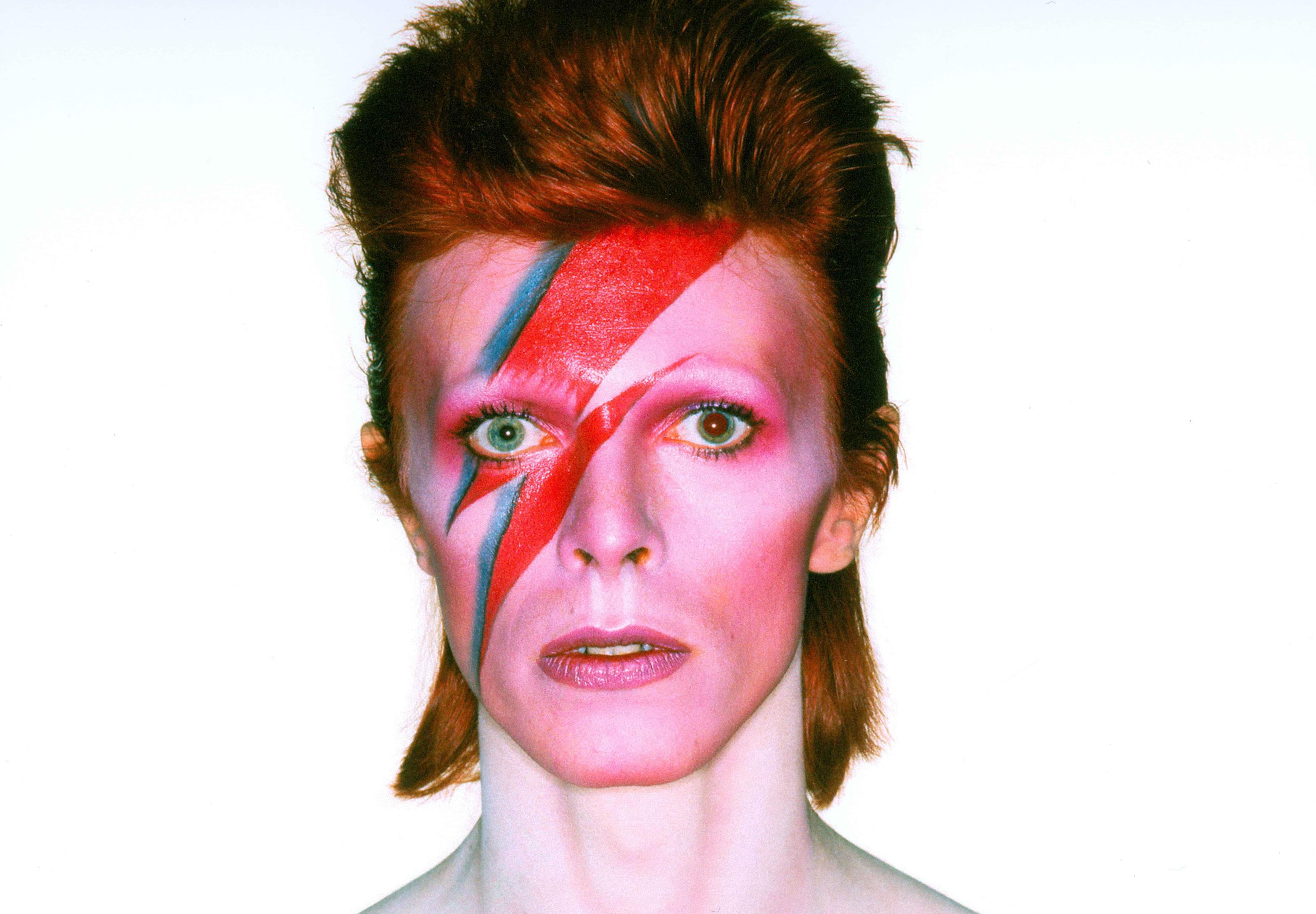 David Bowie: Exposição, obras e 1 ano de saudades